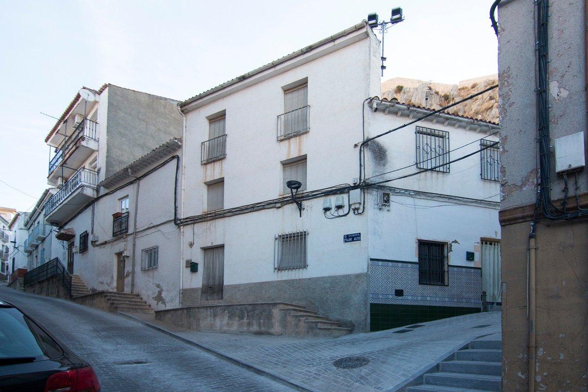 Casa de tres plantas en íllora.