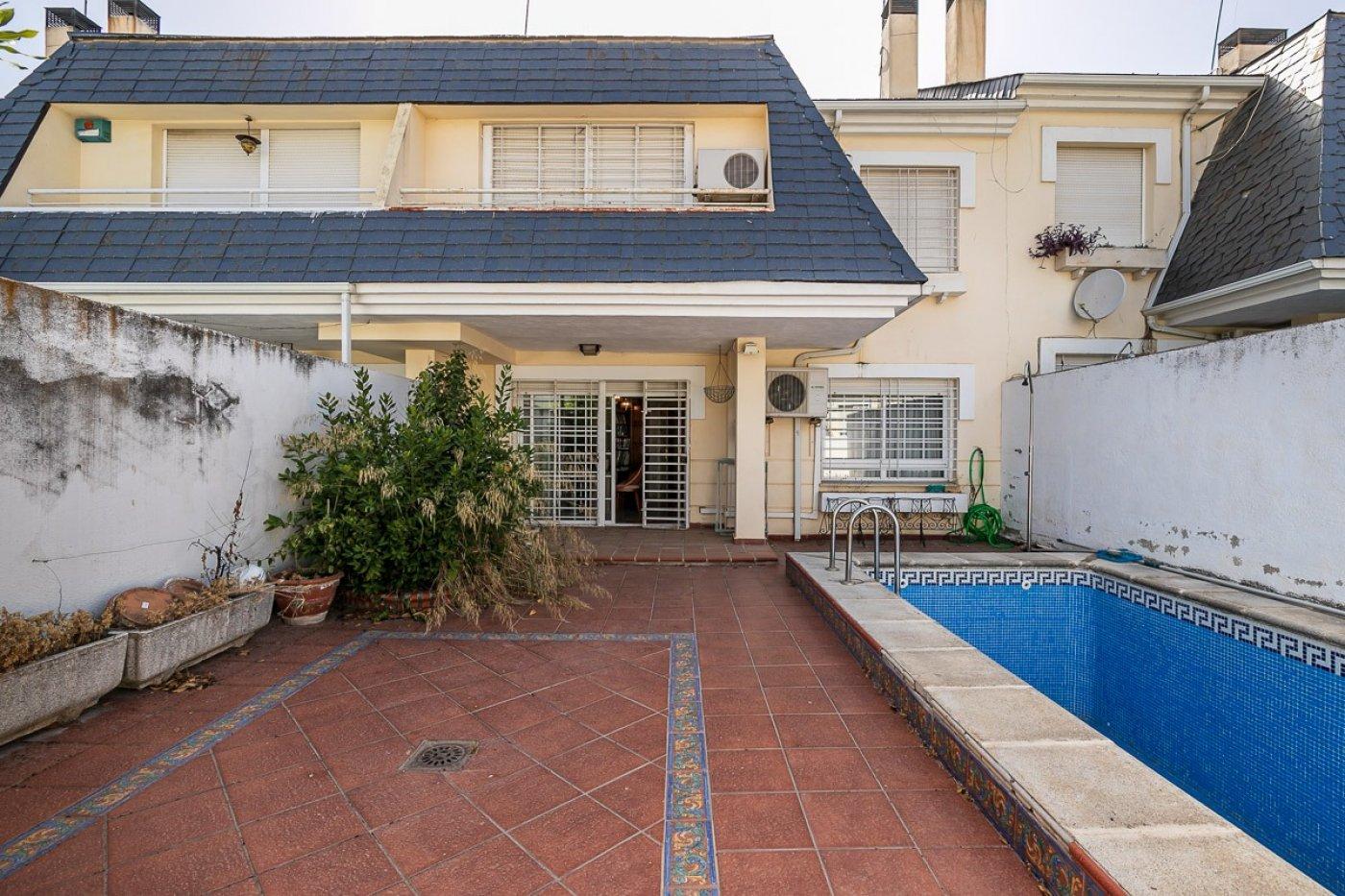 Ogijares. Magnífica vivienda unifamiliar adosada con 3 dormitorios y piscina propia., Granada