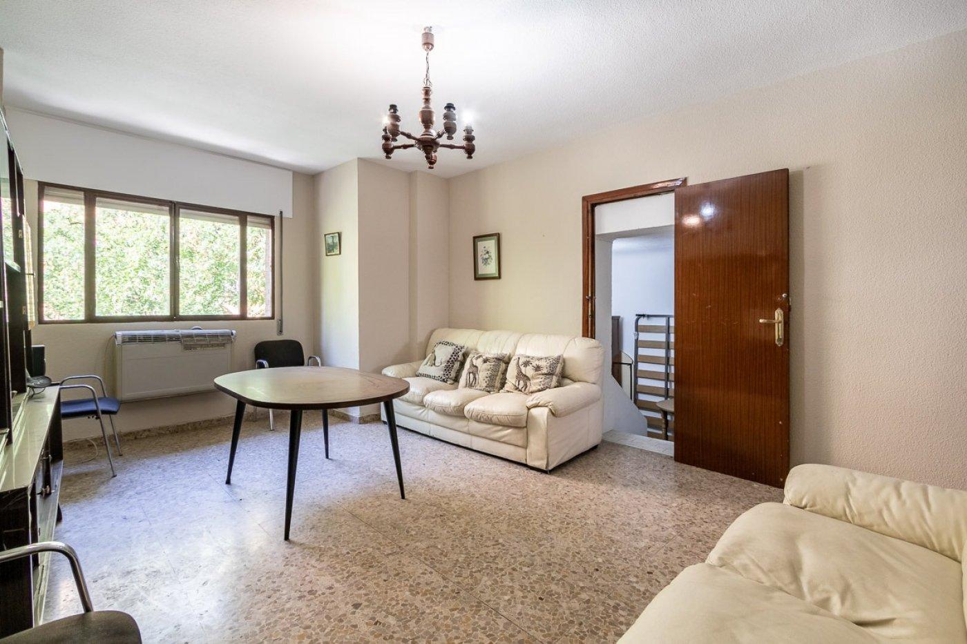 Real de cartuja. piso 4 dormitorios, baño y aseo junto campus universitario de cartuja