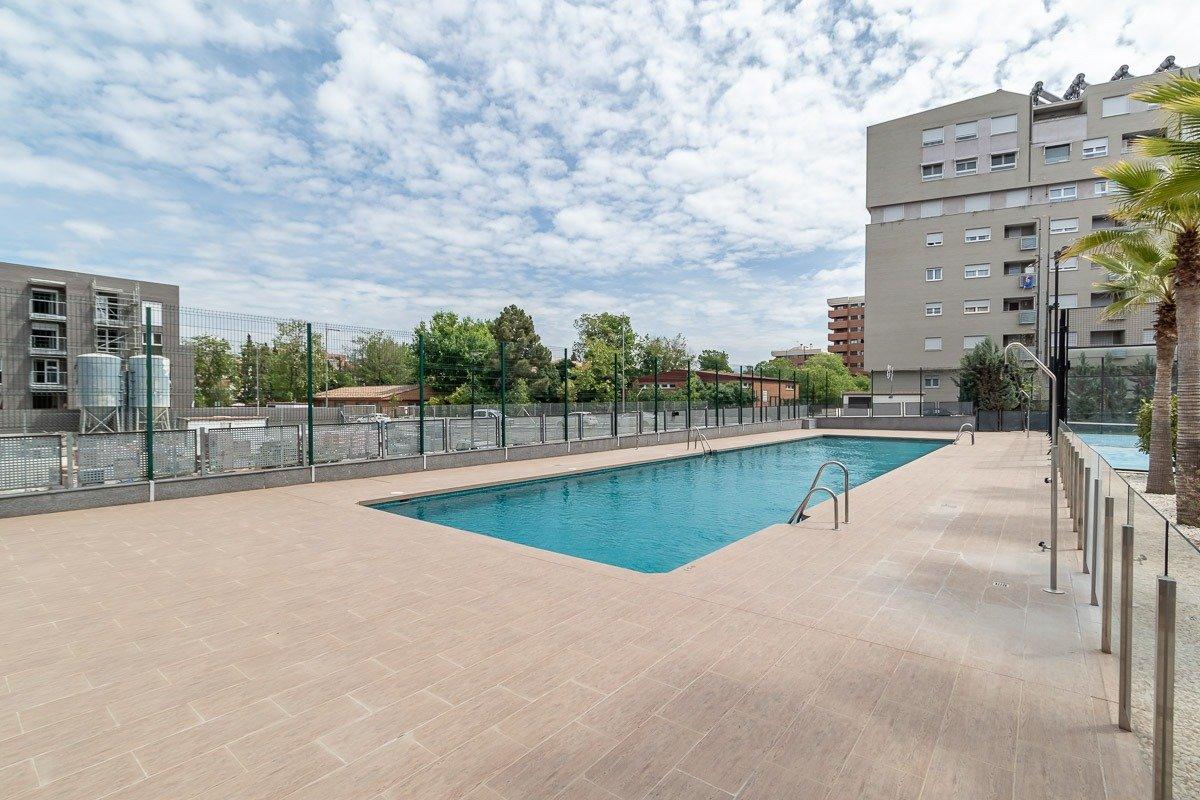 Campus de la salud. residencial con piscina. piso 2 dormitorios.2 baños.plaza aparcamiento.trastero.