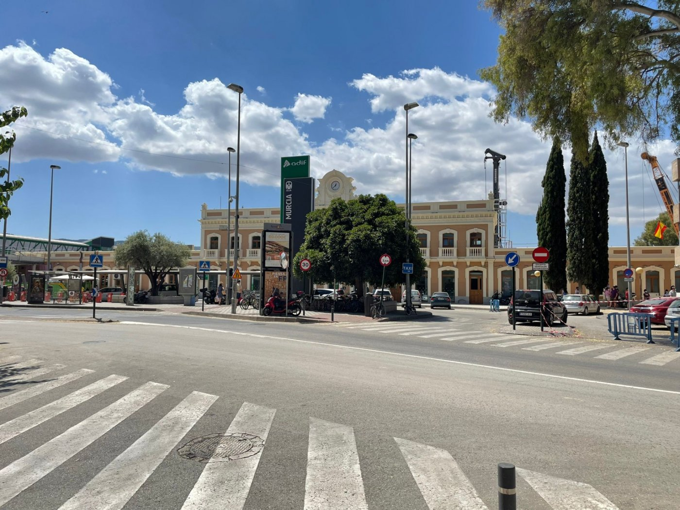 local-comercial en murcia · barrio-del-carmen 425000€