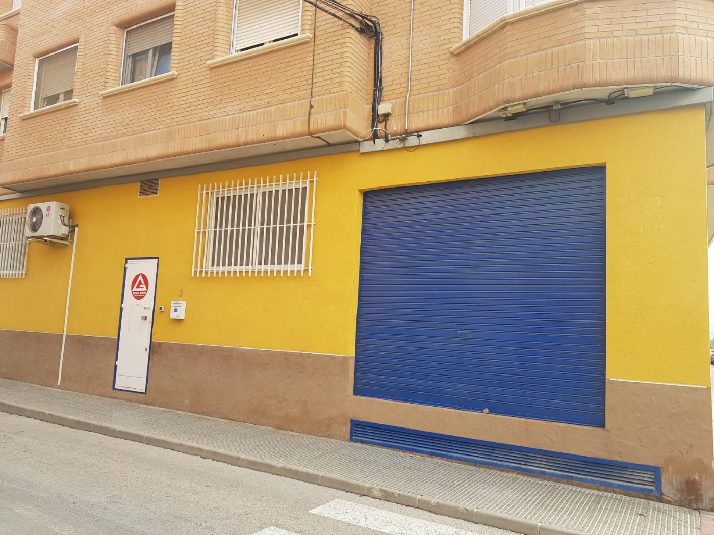local-comercial en barrio-del-progreso · centro 100000€