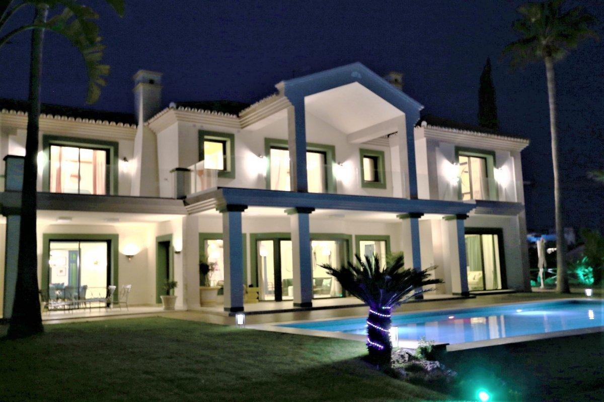 Classic villa in Estepona, Selwo, urbanization La Panera