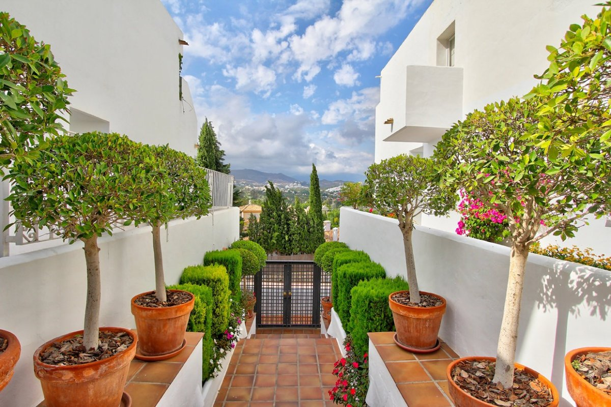 Lovely 2 bedrooms apartment in Andalusia Gardens