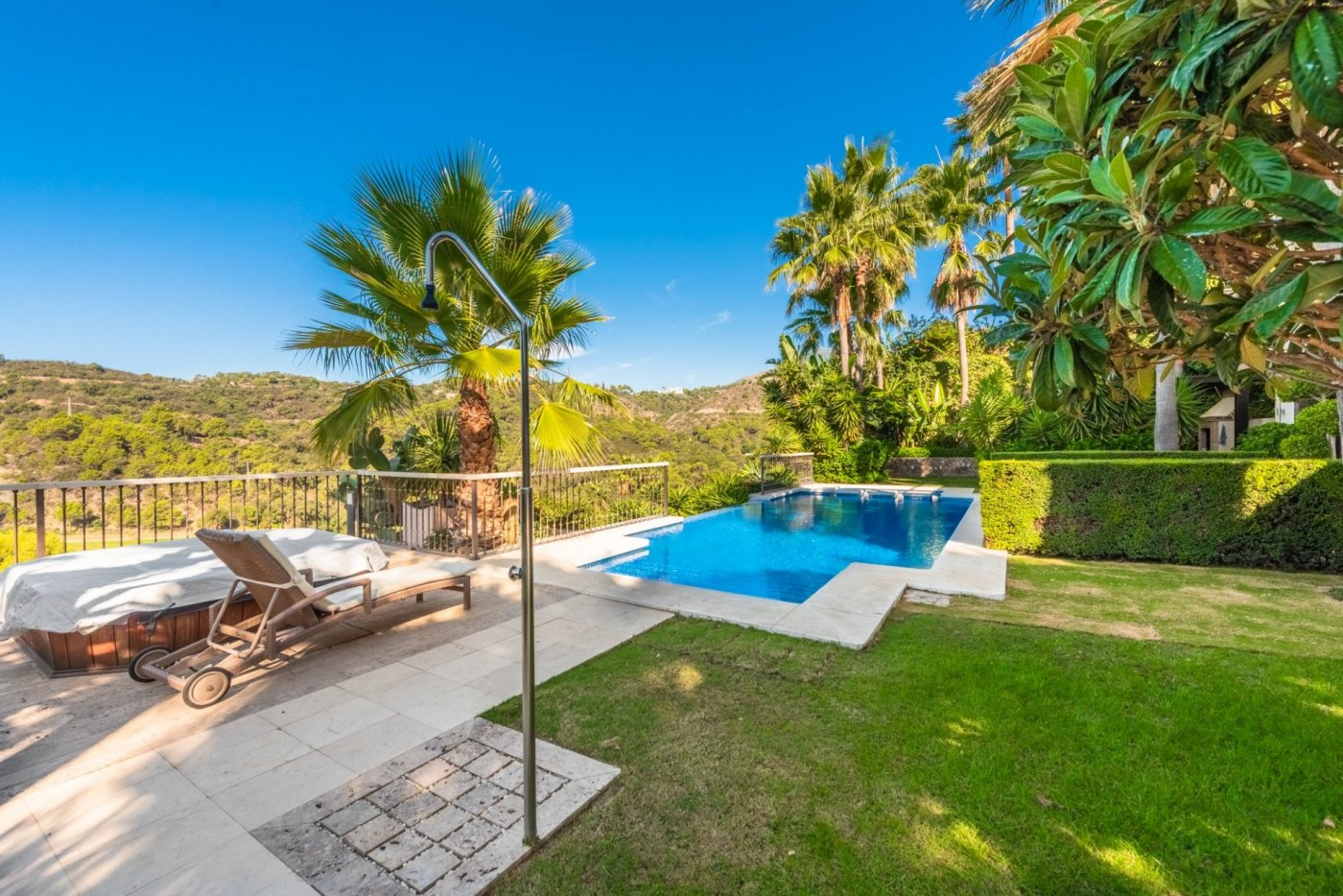 Spectacular villa with panoramic views of Los Arqueros golf