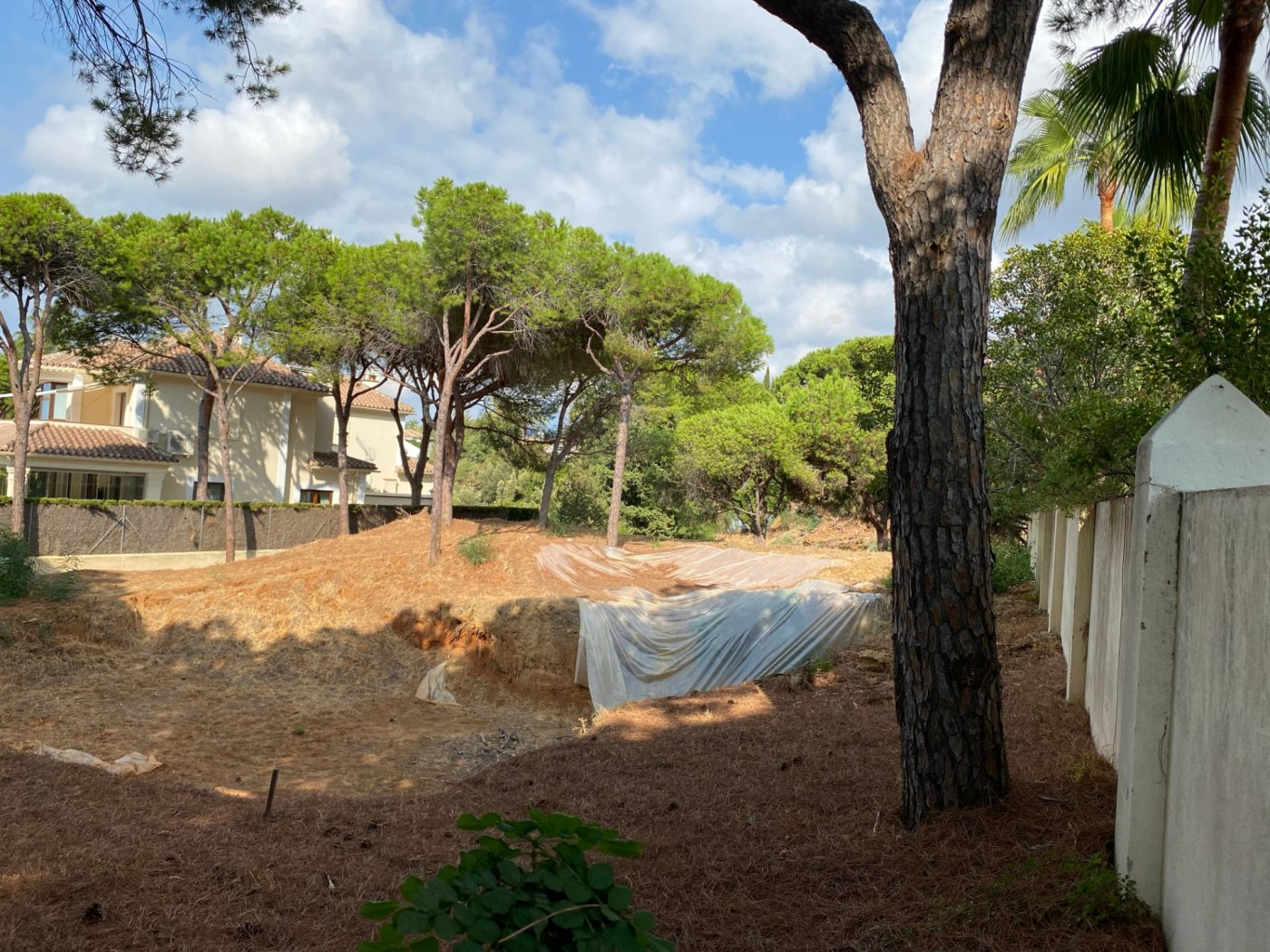 Plot in Las Chapas to build a 390 m2 with project and construction license