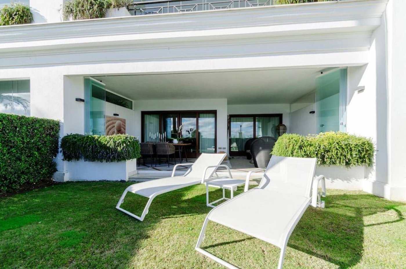 FIRST LINE OF THE SEE APARTMENT WITH PRIVATE GARDEN, 2 BEDROOMS IN DONCELLA BEACH, ESTEPONA