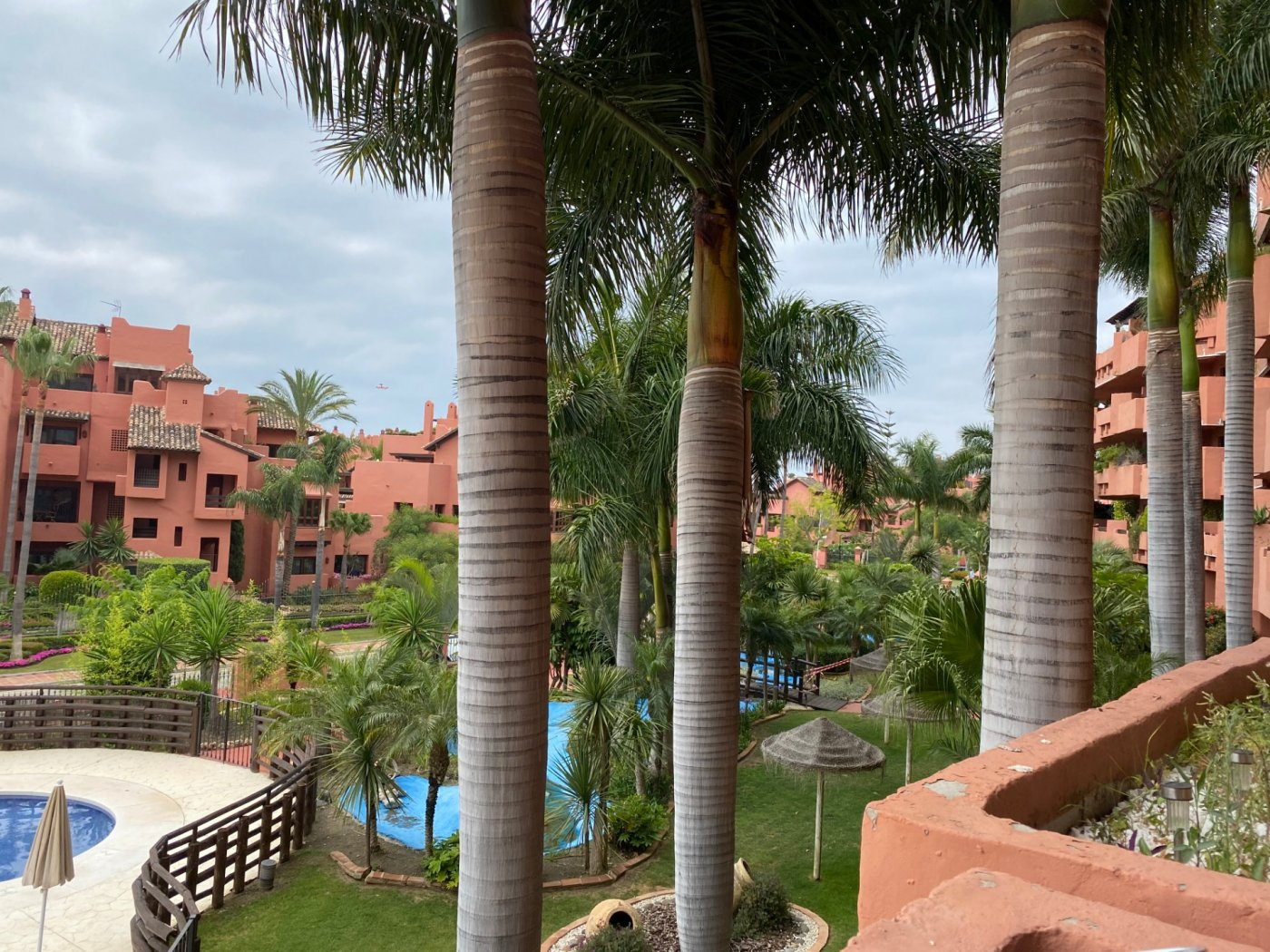 Luxury middle floor apartment with see views in New Golden Mile, Estepona