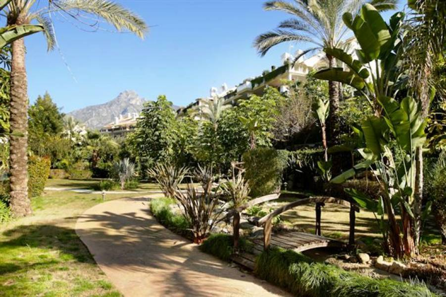 Luxury duplex-penthouse on Golden Mile, Marbella