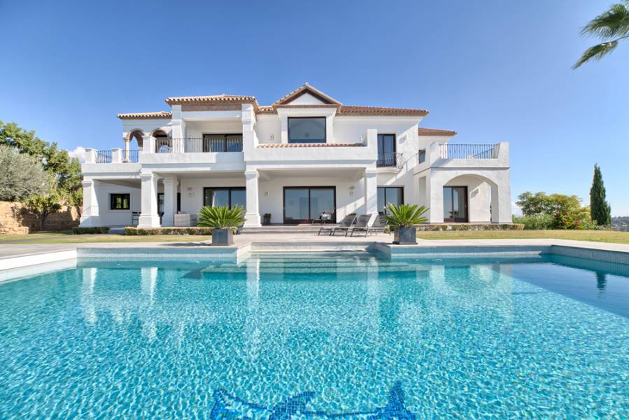 TOP QUALITY 5 BEDROOM VILLA
