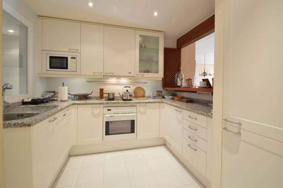 Stunning ground floor apartment in New Golden Mile with sea views