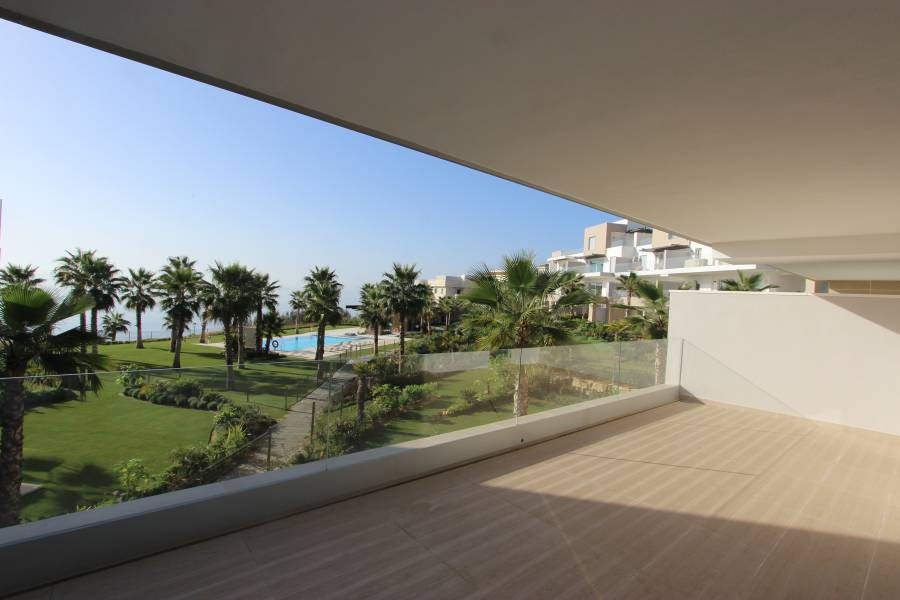 Brand new frontline beach apartment in Estepona with seaview