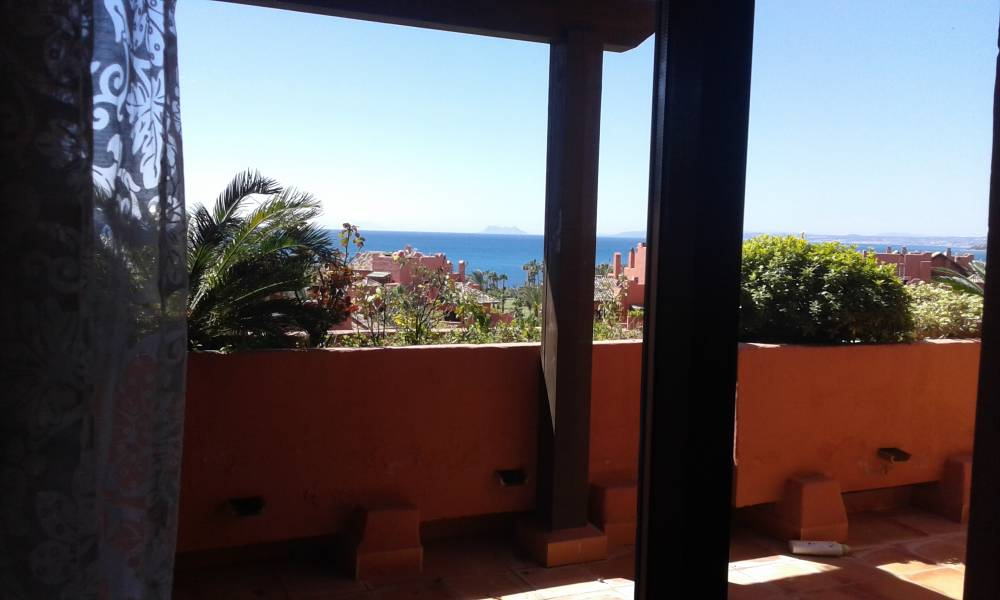 Luxury apartment with sea view in Estepona