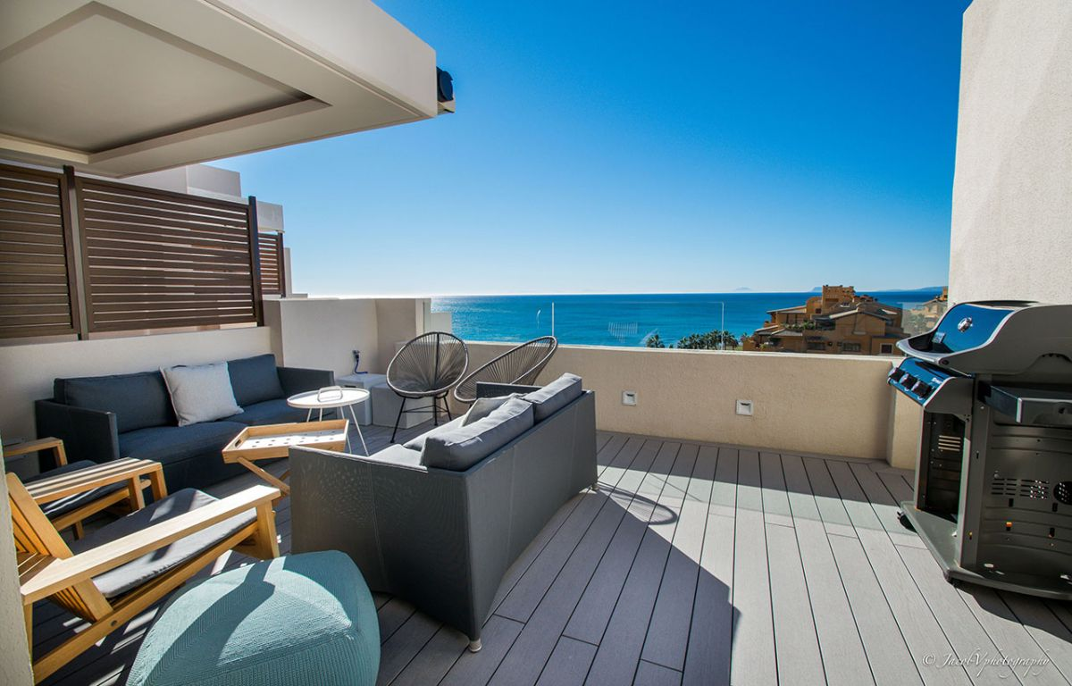 Spectacular front sea view penthouse