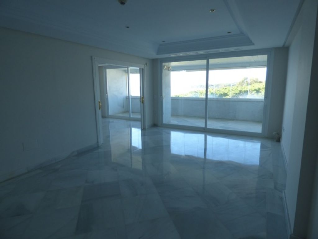 PENTHOUSE IN MARBELLA FRONT LINE TO THE BEACH