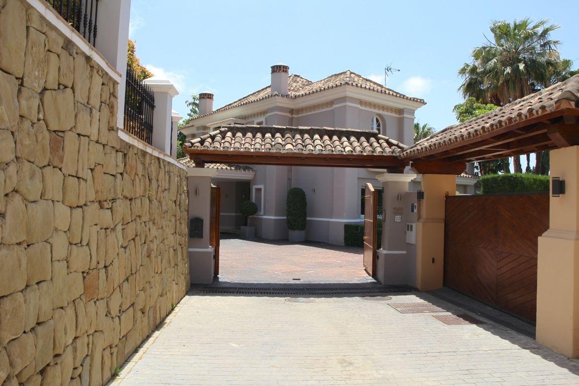 Modern villa in Sierra Blanca.