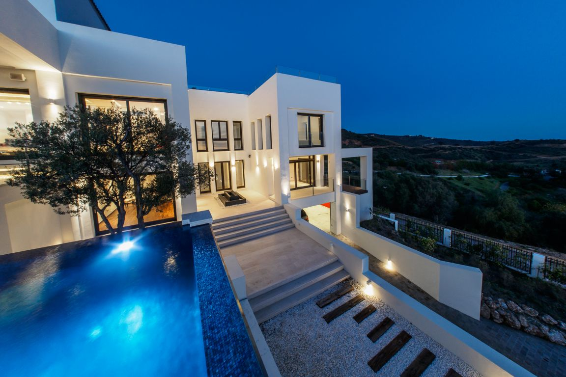 Magnificente Villa in Altos de Los Monteros