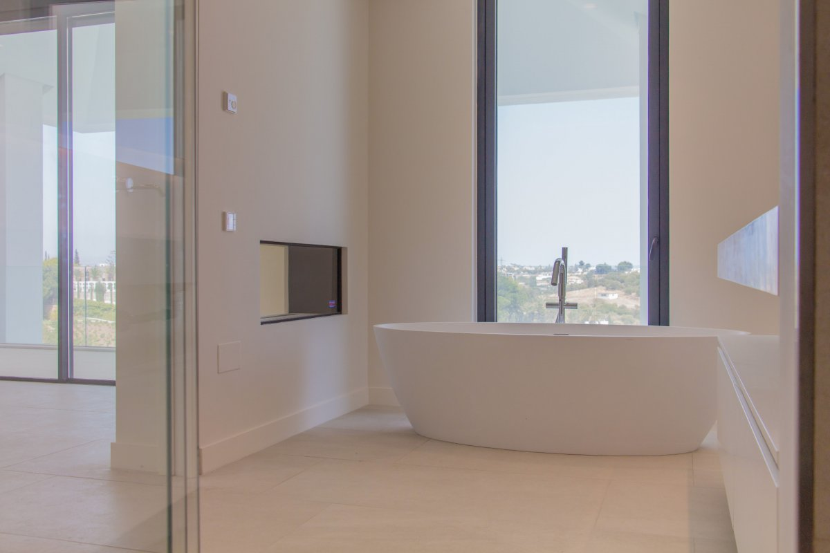 Modern villa on first line golf with panoramic views to the sea and golf courses in Los Flamingos