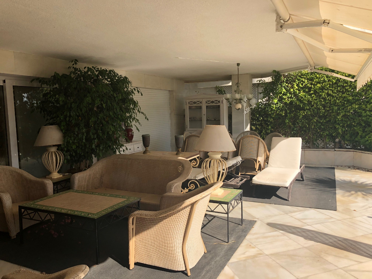 Luxury ground floor apartment with huge terraces and amazing sea views.