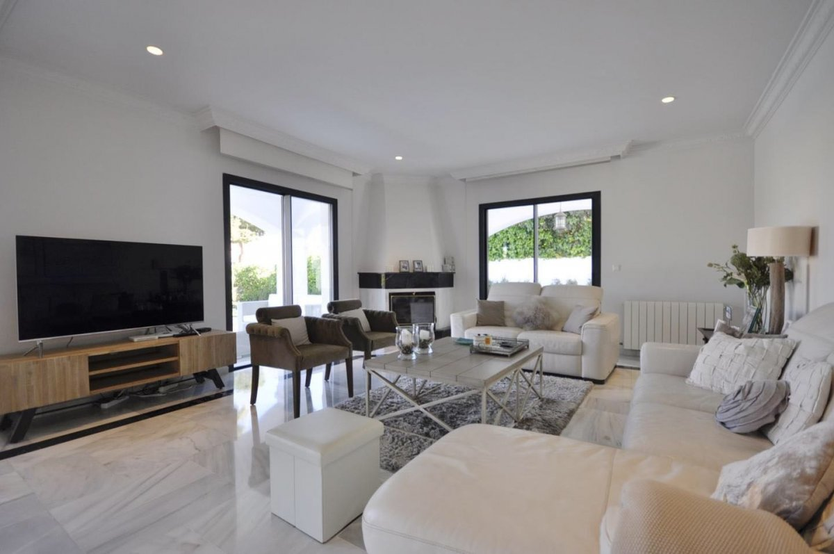 Spectacular two floors Villa located in Nueva Andalucia very close to Puerto Banus