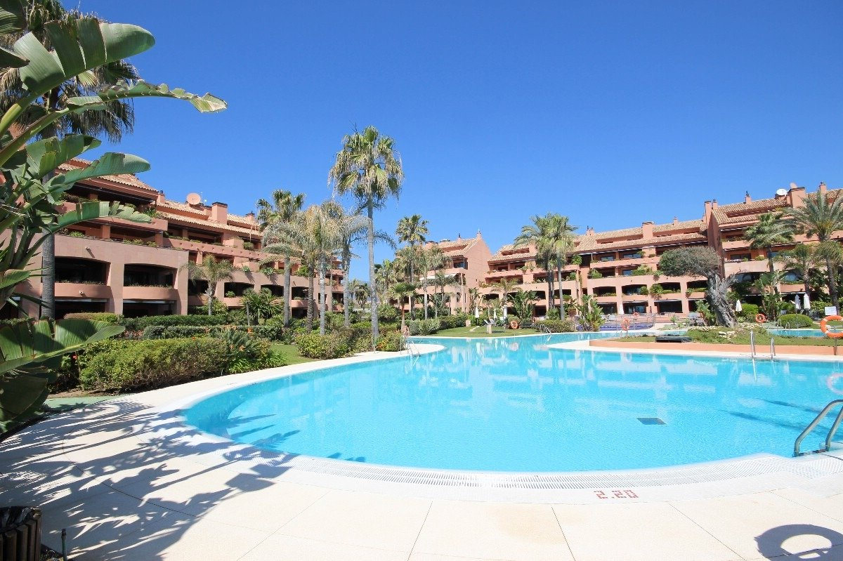 Luxurious apartment on the first line of the beach in the most exclusive area of Puerto Banus