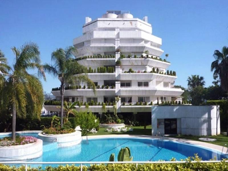 Эксклюзивные апартаменты  на первой линии пляжа и видом на море, в Марбелье