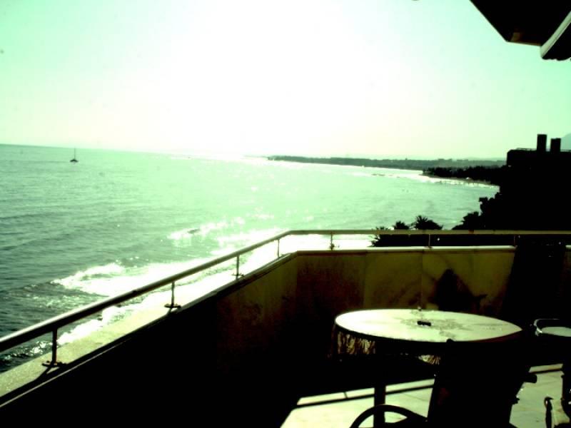 Impressive 3 bedroom apartment stunning sea views Marbella center