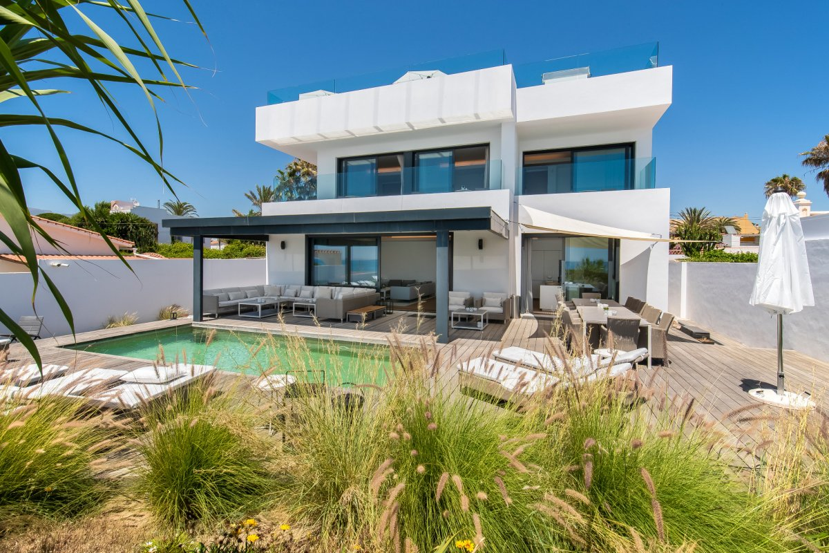 Spectacular frontline villa on Costa Bella beach, Marbella