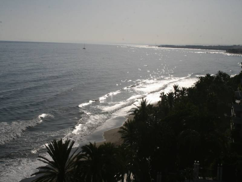 Impressive 3 bedroom apartment stunning sea views Marbella center