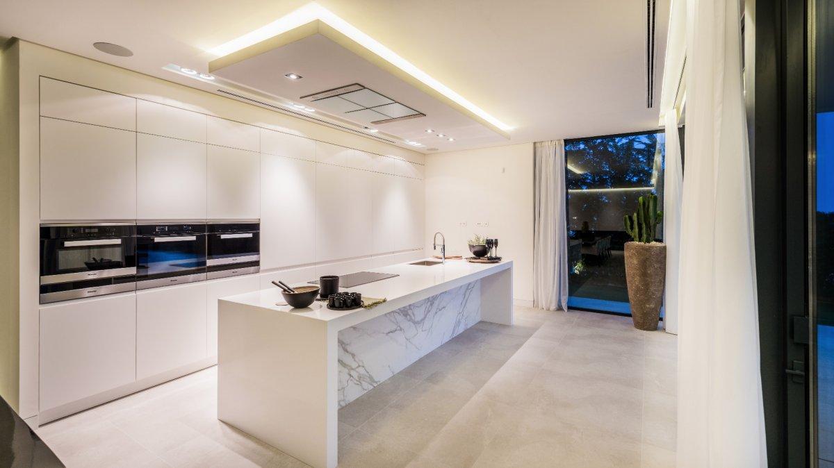 Stunning contemporary designed villa with spectacular panoramic views in Alqueria, Benahavis