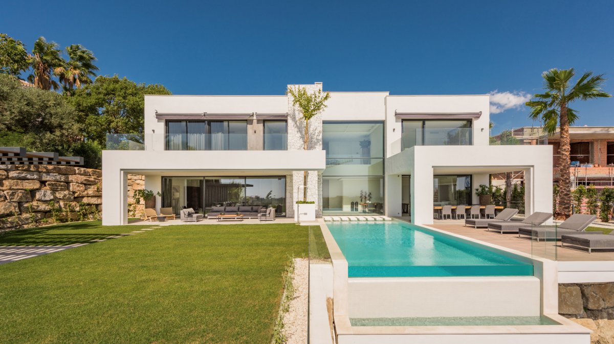 Spectacular villa with amazing panoramic views on golf and Mediterranean in La Alqueria