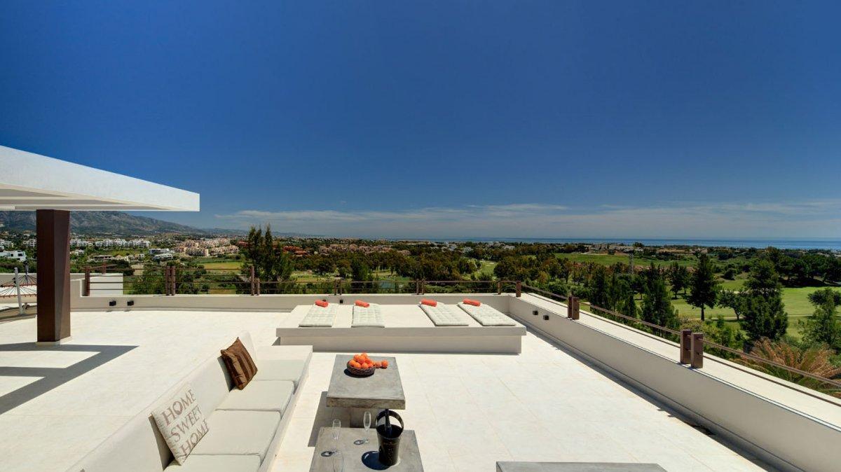 Espectacular villa de estilo contemporaneo con vistas panoramicas en La Alqueria, Benahavis