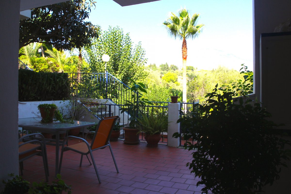 Fantastic townhouse 300 meters from the beach in residential complex Beverly Hills, Estepona