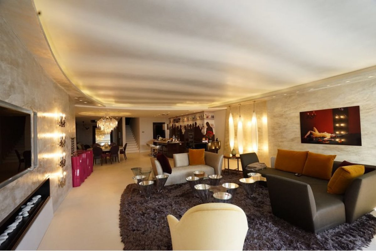 Luxurious Duplex Penthouse located in Gray D'Albión, Puerto Banus