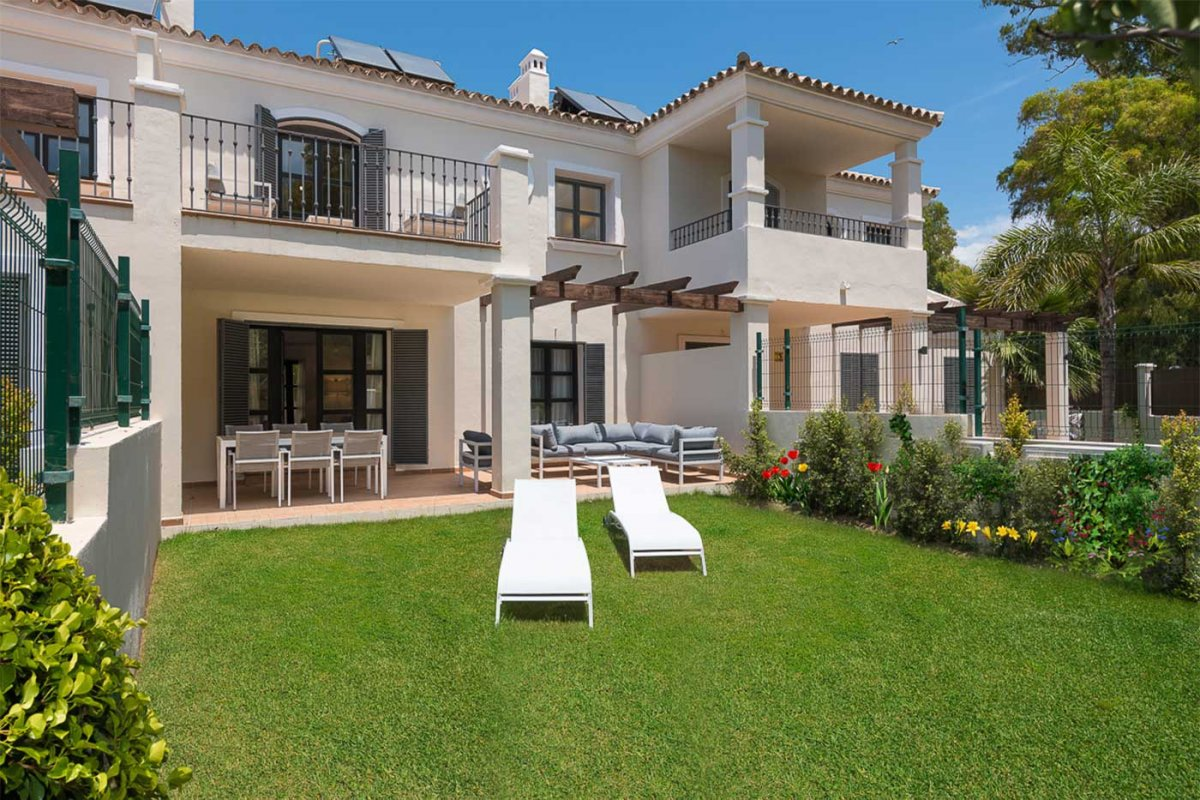 Impressive recently built townhouse in the most prestigious area of Guadalmina Baja