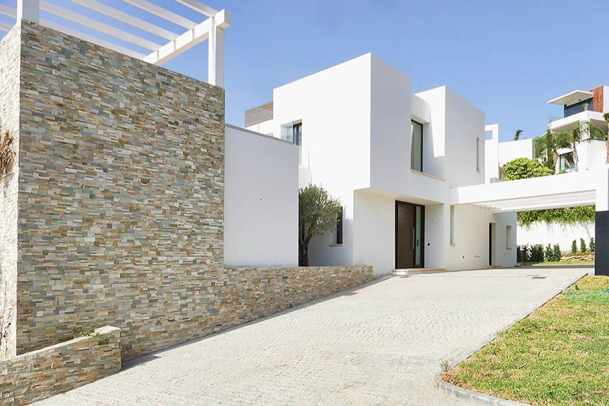 Modern villa with amazing panoramic views on golf and Mediterranean in La Alqueria