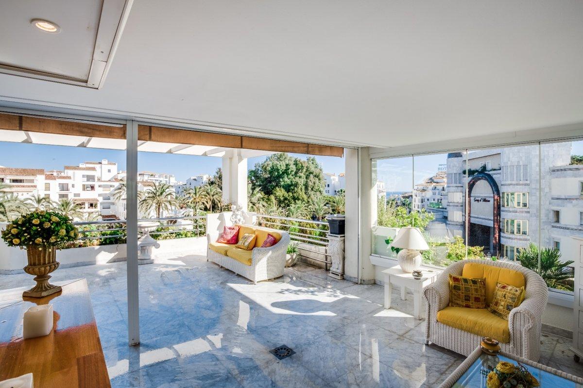 Elegant apartment in Playas del Duque, Puerto Banus