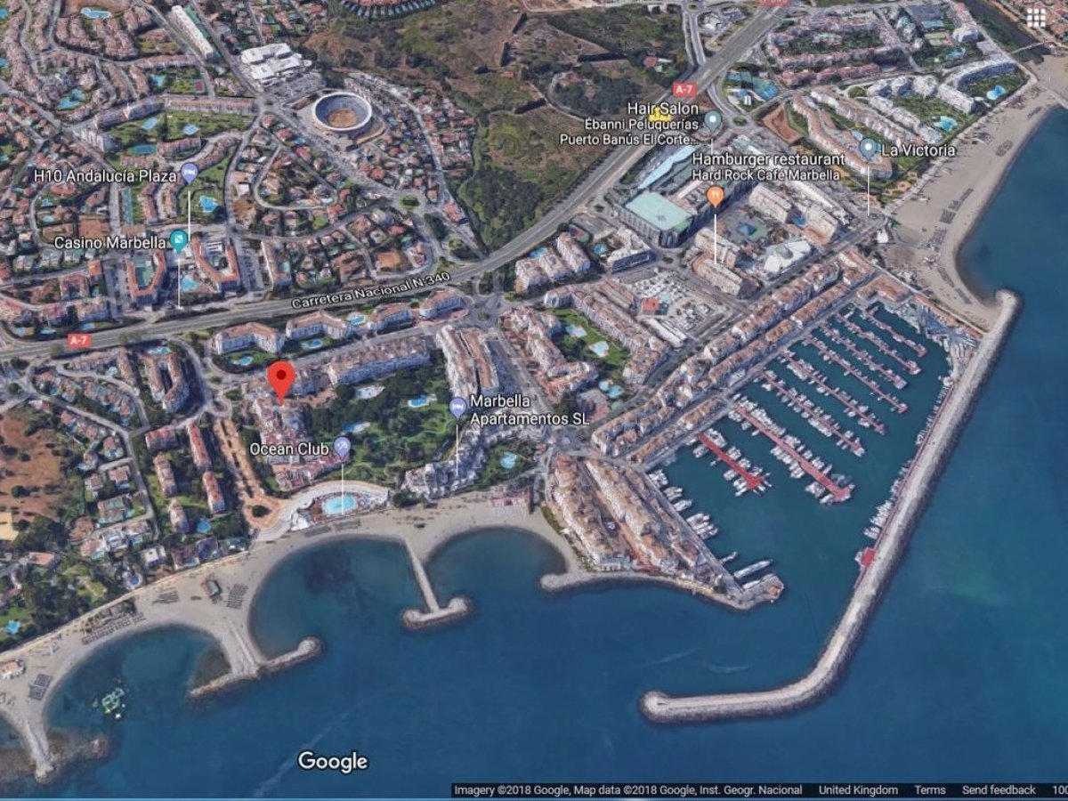 A prestigious business located in the commercial area of Puerto Banus for sale
