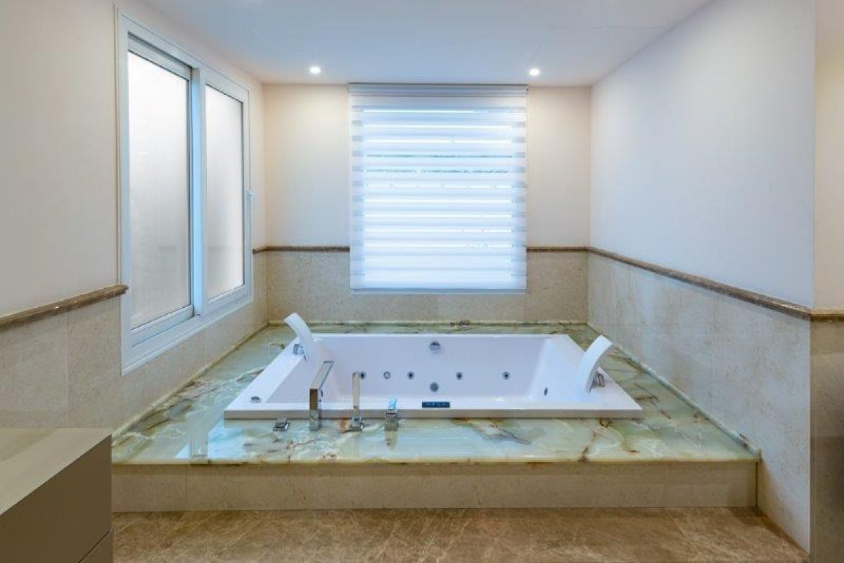 Completely renovated 2nd line beach villa in Puente Romano, Golden Mile