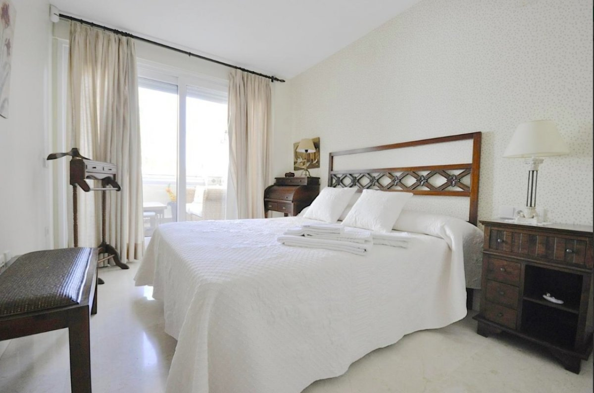 Spacious ground floor apartment situated in first line beach complex Las Cañas Beach, Golden Mile