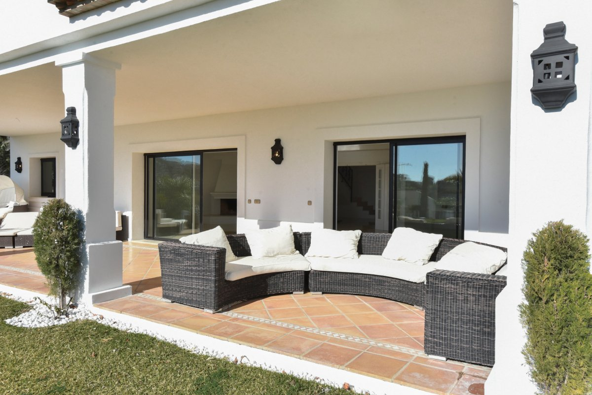 Stunning villa with amazing panoramic views to the sea in Alqueria, Benahavis