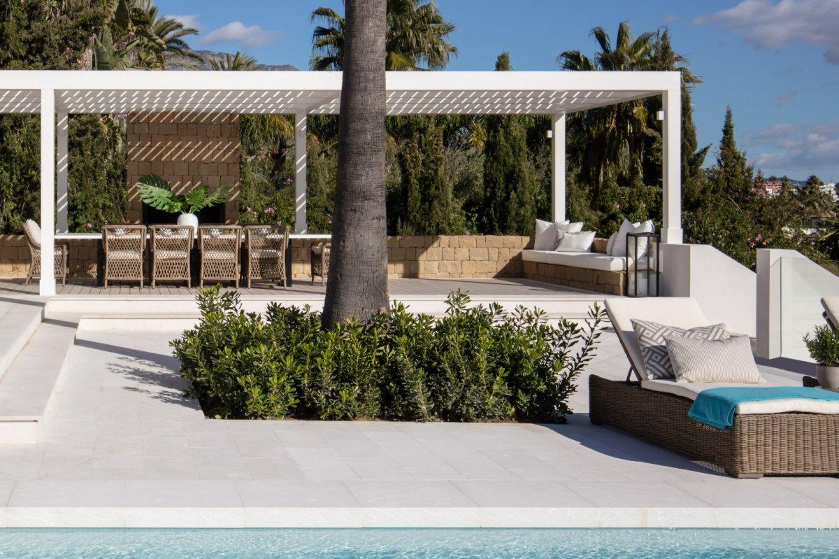 Modern villa with mesmerising sea,golf and lake views in La Cerquilla, Nueva Andalucia