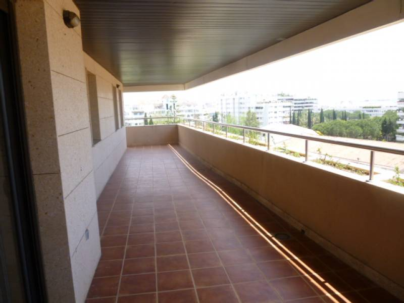 Penthouse in Marbella just 250 meters from the beach next to the Palacio de Congresos with sea