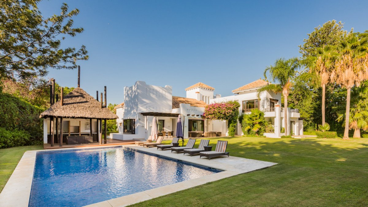Luxury beachside villa in a top location  - Guadalmina Baja