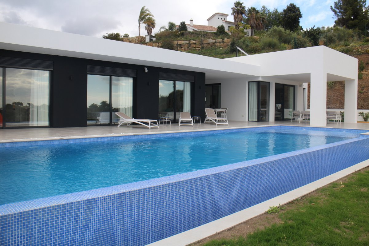 Amazing brand new villa Montemayor
