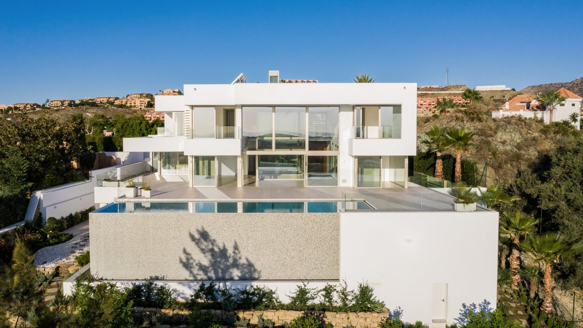 Stunning villa with amazing panoramic views to the sea in Alqueria, Benahavis ready to move in 2019