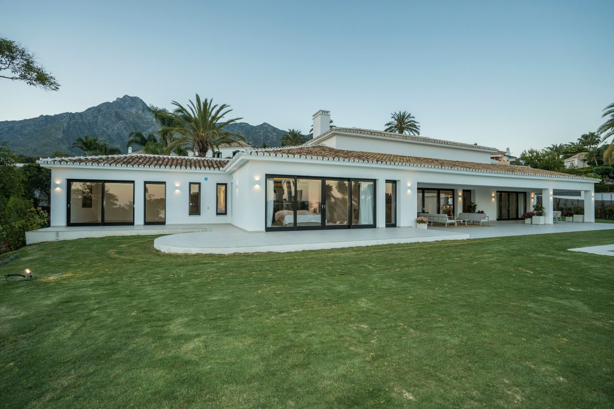 Exceptional modern villa, in one of the most prestigious areas of Marbella - Sierra Blanca.