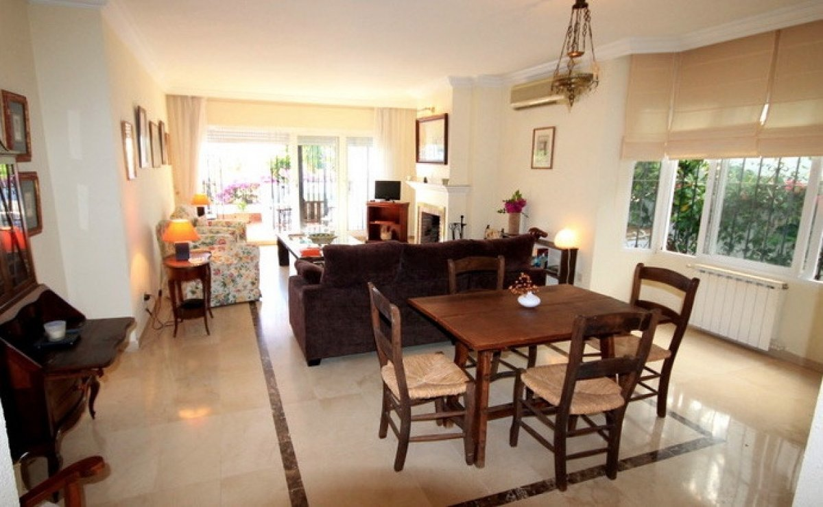 Cozy Townhouse in residential complex Club Sierra, Nueva Andalucia