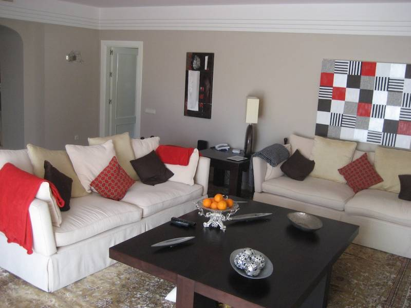 Luxury and spacious apartment in a quiet complex in Puerto Banus