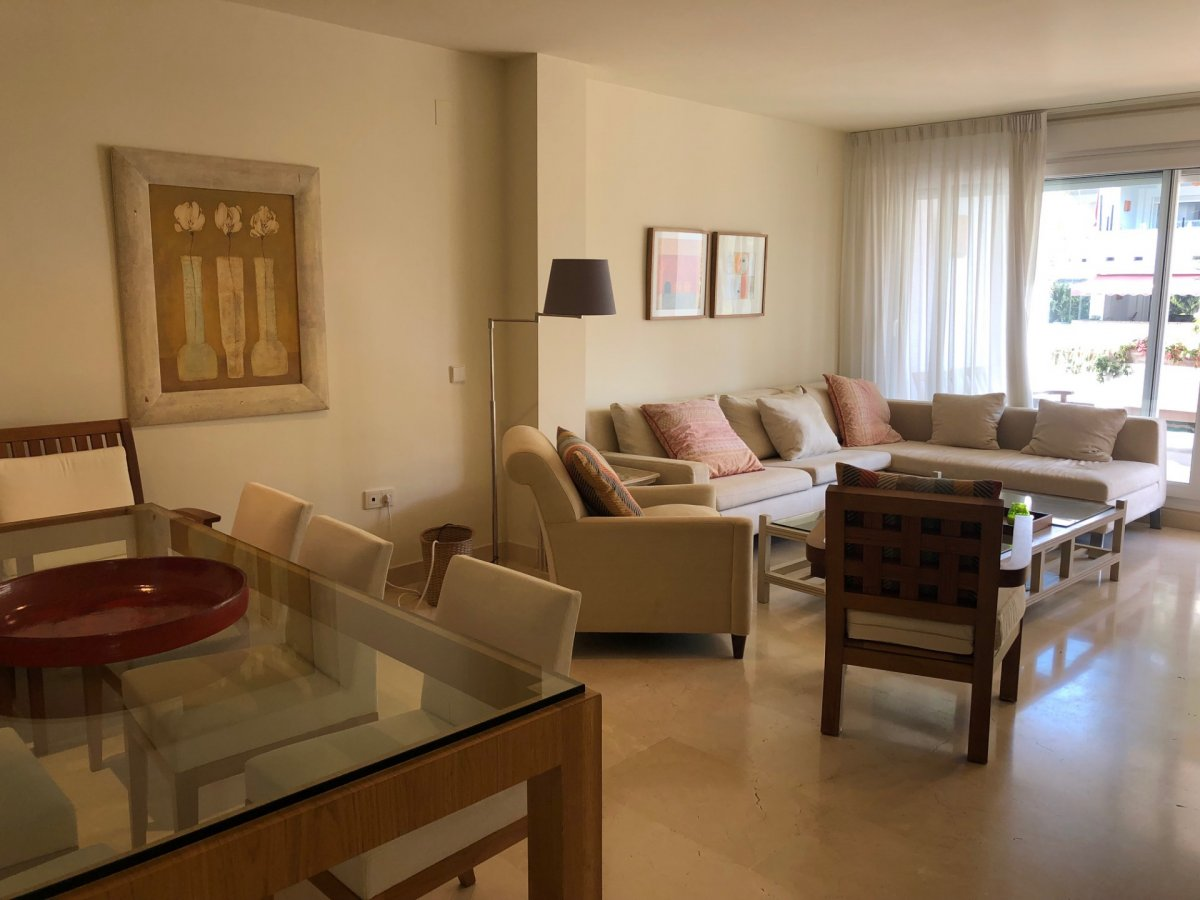 Spacious middle floor apartment situated in first line beach complex Las Cañas Beach, Golden Mile